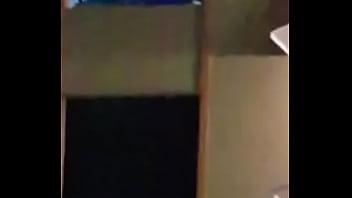 pareja teniendo relaciones sexuales en oficina en público