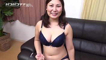 XVIDEO 新崎雛子 巨乳熟女を脱がす(新崎雛子)