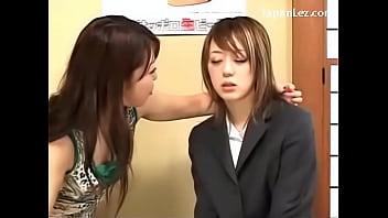 巨乳レズ女がノンケに催眠術をかけて女好きに仕立て上げる