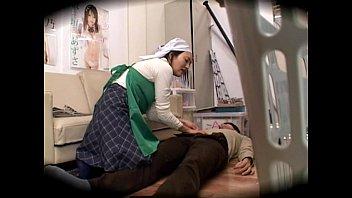 【レイプものの潮ふき・オナニー動画】(秘密撮影)アダルトビデオメーカー店員の若いオチンチンが清掃のおばちゃんにレイプされる