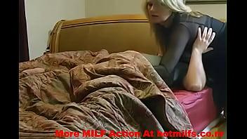 Мама трахается с сыном на кровати смотреть онлайн на ПорноТелки.com