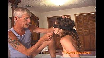 Indian slut giving me a blowjob in her uni halls - 2 8