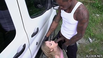 Blonda Ce Te Satisface Se Fute In Cur Pervers