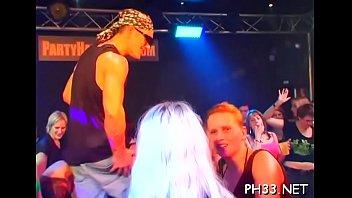 Armazém vídeos pornô A lot of gangbang on dance floor blow jobs from blondes wild fuck 2018 o mais tardar
