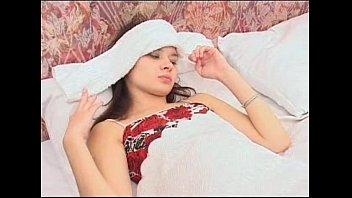 ベッドに寝ている子を襲い犯して最後はブッカケてます