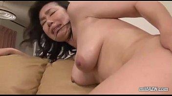 50代の豊満ムチムチ肉団子ボディーで垂れ乳巨乳の熟女おばさんのおまんこを悪戯する!