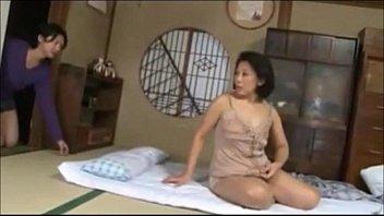 แอบเย็ดหีแม่ยายกลางดึก เมียหลับผัวแอบหนีมา แม่ยายหุ่นอวบหีน่าเย็ดใครจะอดใจใหว-5 min
