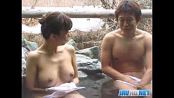 """""""無修正動画""""混浴風呂で知り合った巨乳の熟女"""