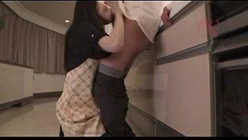 【人妻誘惑NTR】姉の旦那を自宅キッチンで誘惑しバレないように内緒でセックスを楽しむ淫乱どスケベ妹主婦の話