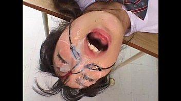 縛った制服女子校生の顔面に濃厚ザーメンぶっかけまくり!