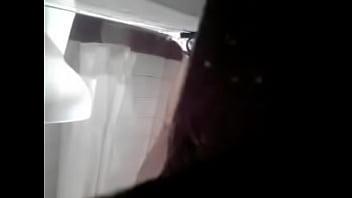 Mi hermanastra cecilia en la ducha