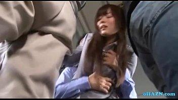 バスの車内でスーツ姿のまま挿れられて必死に喘ぎ声を我慢する麻倉憂
