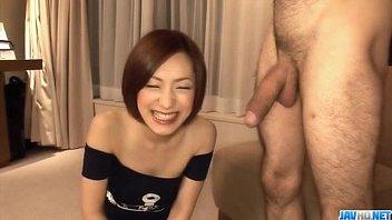 【無修正】極上美女が連続フェラ抜き!!ものすごいデカチンを必死に頬張る