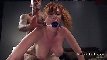 xxarxx مثليه ضخمة الثدي أحمر الشعر من المؤخرة مارس الجنس