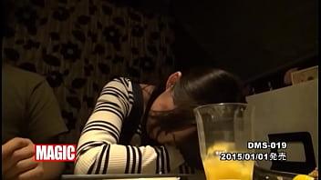 【コスプレギャルの動画】普段はメイドカフェで働く爆乳着エロアイドルが泥酔させられて悪い大人たちに犯されまくる!!!