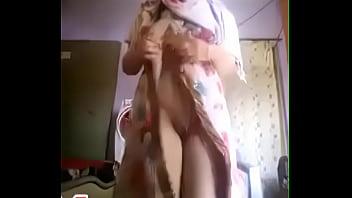 بنت سعودية منقبة تصور نفسها عارية خالص