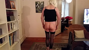 Paula07 shows her bare bottom