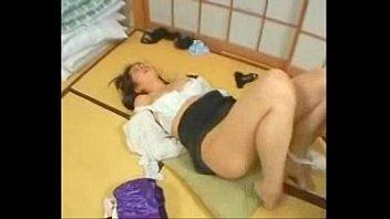 頭を押さえつけられチ○ポをイラマチオさせられて犯される巨乳人妻