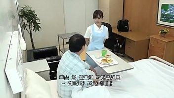 病院で働くナースを口説いて院内で淫らな行為をします