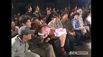 【無修正】大観衆の前で恥辱プロレス