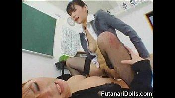 爆乳女教師が教室でふたなりチ○ポをハメて激しく喘いでイクッ!