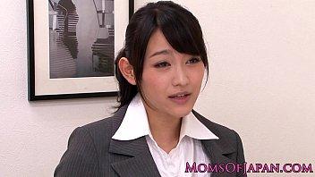 【コスプレ】色気ムンムンな巨乳女社長が新人OLに顔面騎乗でクンニさせるレズプレイ