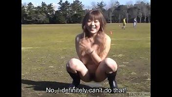 【巨乳】グラウンドでサッカー練習してたら突然、巨乳痴女が乱入してきたんだがw