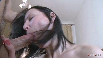 На кастинге любопытная русская брюнетка оттрахана в рот и в задницу