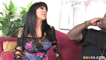 thumb Cougar Sienna West Sucks Big Black Cock