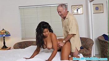 xxarxx الأبنوس ممرضة يمارس الشيخوخة في زيارة المنزل