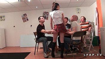 Jeune et jolie etudiante francaise baisee et couverte de sperme dans 1 gangbang  #1152287