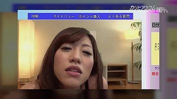 ビデオチャットでオナニーを披露し、ファンの男性に愛撫される人妻