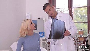 Blonda La Control Ginecologic Muie Si Frecus Pula Intre Picioare