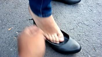 Lindos pies en flats negras de mi hermosa chica