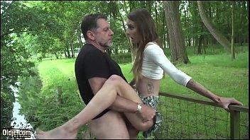Fata De Liceu Nimfomana Sex In Parc Cu Ejaculare Sloboz In Gura