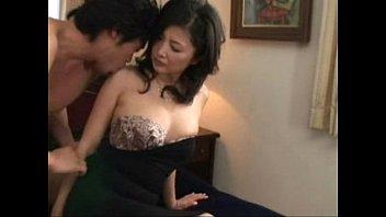 【巨乳】色気ある巨乳美熟女をホテルに誘ってじわじわ脱がして楽しむ