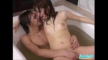 xxarxx انها تحب القضيب ضخمة في الحمام  .