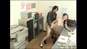 【巨乳】万引き現行犯の奥さんを事務所に連れ込んで通報しない代わりに犯す