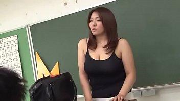 XVIDEO 爆乳女教師が学校で生徒たちとセックス