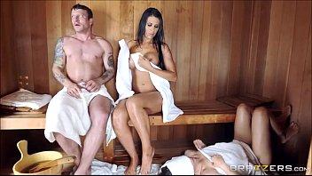 Наказал зрелую мамочку в бане