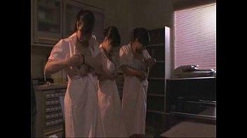 【3人以上】巨乳ナース達がおっぱい揉んで母乳絞っちゃう3Pレズプレイw