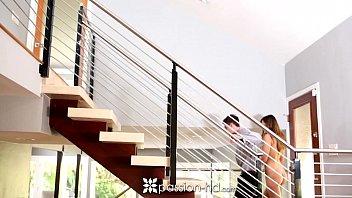 Смотреть онлайн страсть на лестнице