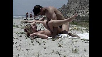 XXX no redtube entre amadores fodendo na praia