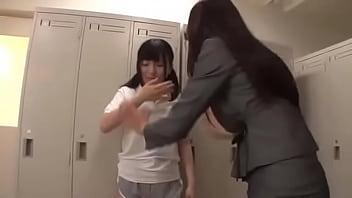 爆乳女教師が道を踏み外しそうな女子校生にレズプレイで躾ける