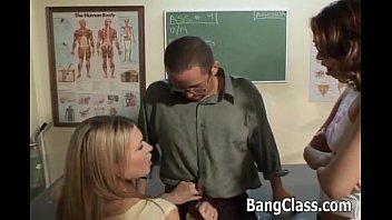 Учительница биологии трахнула учиника смотреть онлайн