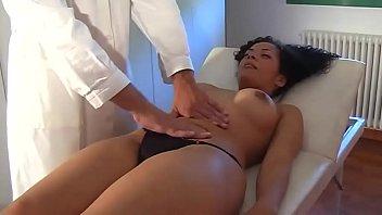 Morena foi assediada por médico tarado