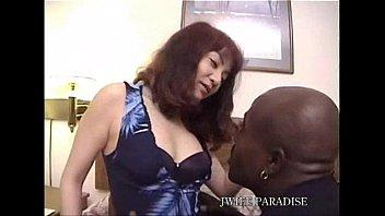 黒人VS熟女おばさんの無修正ファックが凄い!
