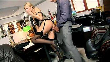 xxarxx  شقراء وزير الحصول على مارس الجنس في المكتب