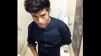 Solo Twink Wanking In Toilet - XVIDEOS.COM