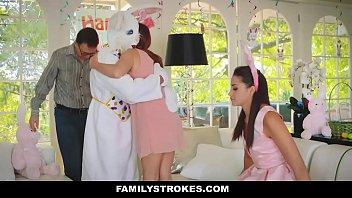 xxarxx فاميليستروكيس  جذاب في سن المراهقة مارس الجنس بواسطة عيد الفصح الأرنب العم
